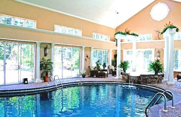 büyük villalar için etrafı kapalı skimmerli yüzme havuzu