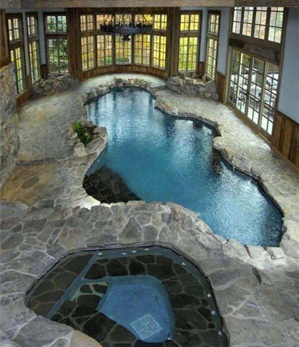 doğal taş tasarımlı villa içi jakuzili kapalı havuz