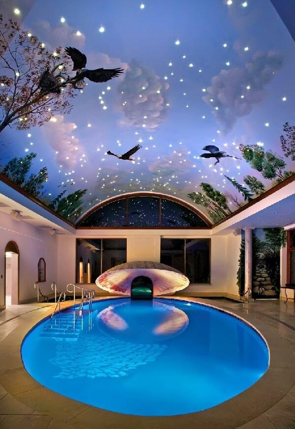 muhteşem tavan ve mekan süslemeli yuvarlak villa içi lüks kapalı havuz