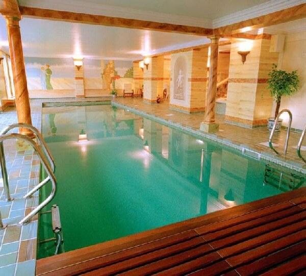 rezidanslar için temalı kapalı havuz