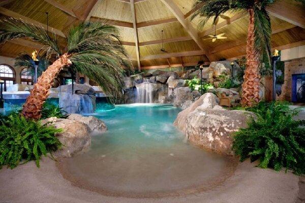 tropik kumsal temalı villa içi kapalı havuz