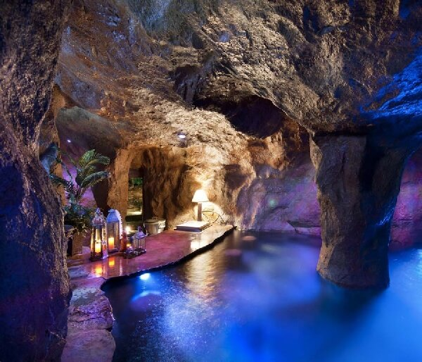 uzakdoğu mağara konseptli barlı kapalı havuz