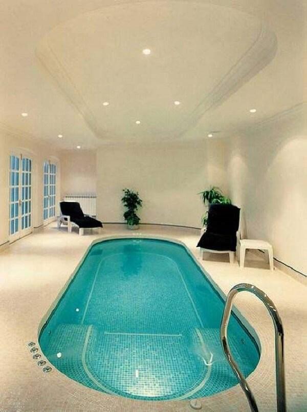 villa içi tamamen mozaik döşeme jakuzili küçük havuz